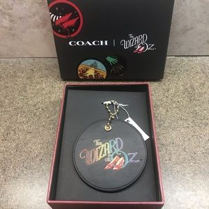 🌪🌻👠COACH Wizard of Oz Hang Tag Black/Gold